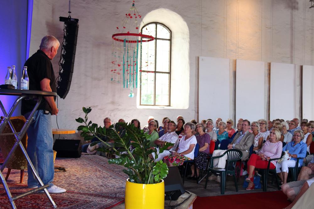 Lasse Bengtsson underhöll i det fullsatta Kulturmagasinet