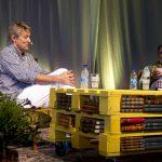 Lars Lerin och Mustafa Can i ett scensamtal under Bokdagar i Dalsland 2015