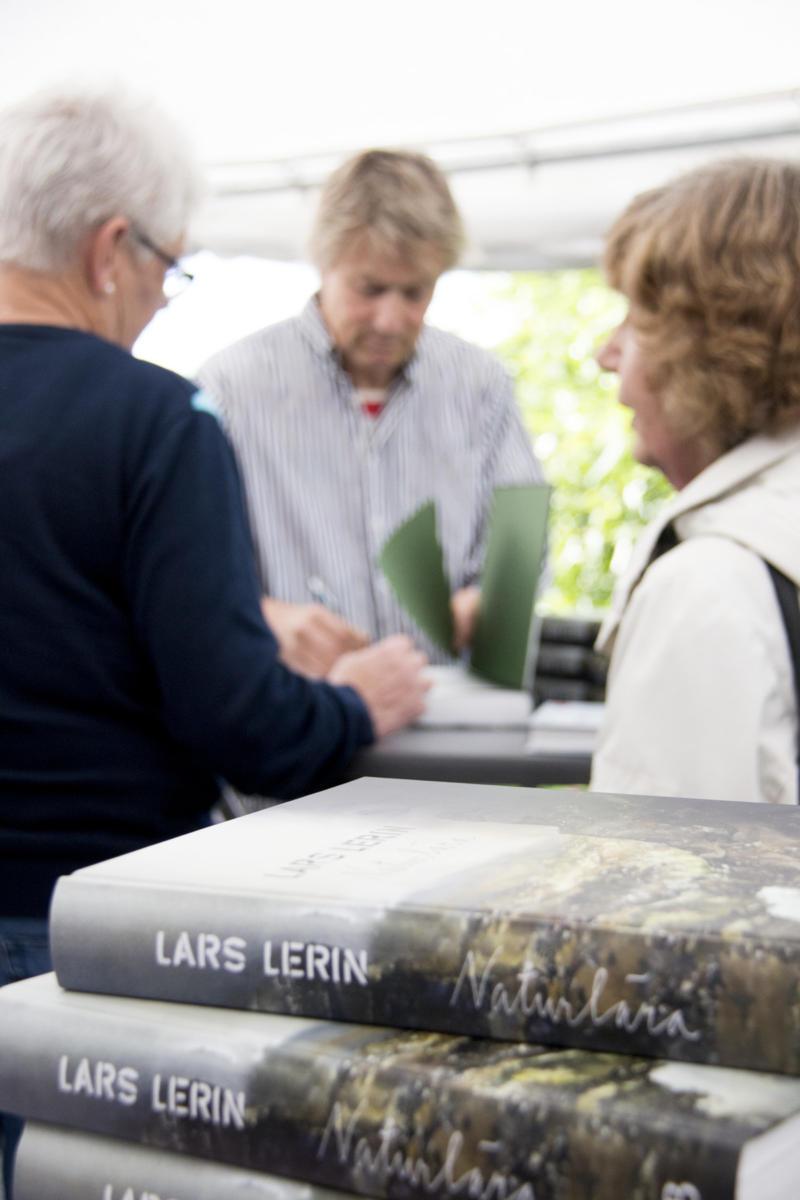 Lars Lerin signerar på Bokdagar 2015